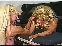 Armwrestling Hannie Vs Melissa