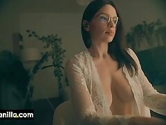 hot milf downblouse boobs