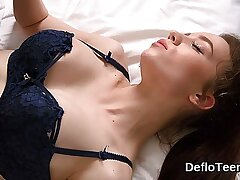 Teen in lingerie Koza Dereza gets pussy licked