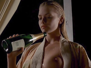 Jaime Pressly In the altogether Dealings Chapter In Hit the sauce Ivy   ScandalPlanet